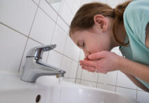 medical-basic-girl-washing-mouth
